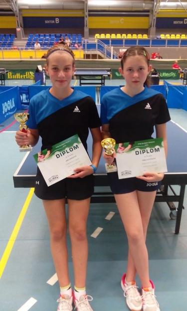 Adélka s Eliškou 3.místo ve dvouhře